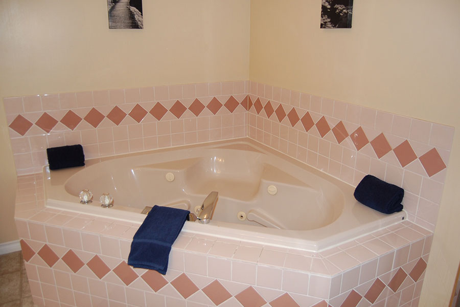 King Size Unit With Jacuzzi Tub
